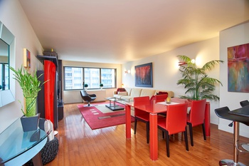 SUTTON PLACE STUNNER/RENOVATED ONE BEDROOM/FULL SERVICE LUXURY BUILDING